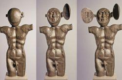 L'uomo dai due volti - La pelle, 1995, bronzo cm h 92 x 45 x 15,        Villa Pacchiani, Città di Santa Croce sull'Arno, Pisa