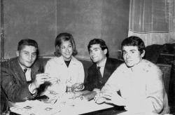 con i pittori Aldo Mondino e Gérard Barthelemy, Parigi 1959