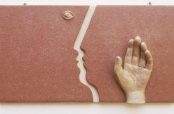 Kir-Amante, 2007, terracotta cm 30 x 55, Museo Epicentro, Collezione d'arte contemporanea su mattonelle, Gala di Barcellona, Messina