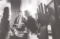 con il critico d'arte Nicola Micieli, al tavolo de La Questione, Cascina 1986
