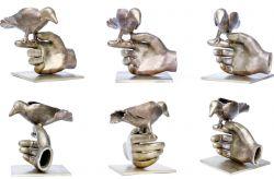 Uccellino sul dito, 2005, bronzo cm h 20 x 20 x 20