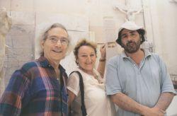 con gli scultori Elisa Corsini e Girolamo Ciulla, Pietrasanta 2000