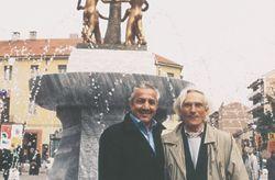 con lo scrittore e poeta Younis Tawfik all'inaugurazione della L'albero della Pace, Rivoli 2004