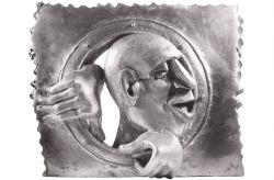 Oblò, 1972, bronzo, cm 40 x 40 x 10