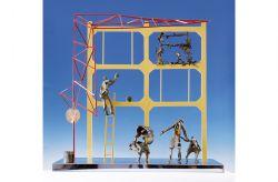 Lo spazio si restringe, 1967, ferro colorato, bronzo, acciaio, cm 100 x 100 x 30